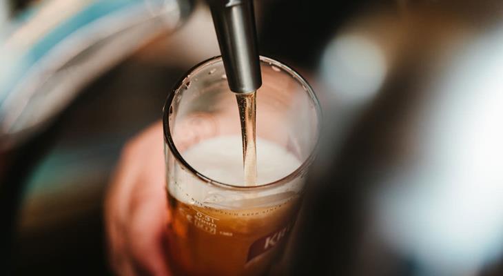 Biertje wordt getapt